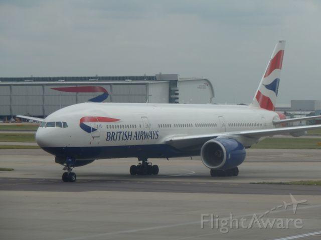Boeing 777-200 (G-YMMR)