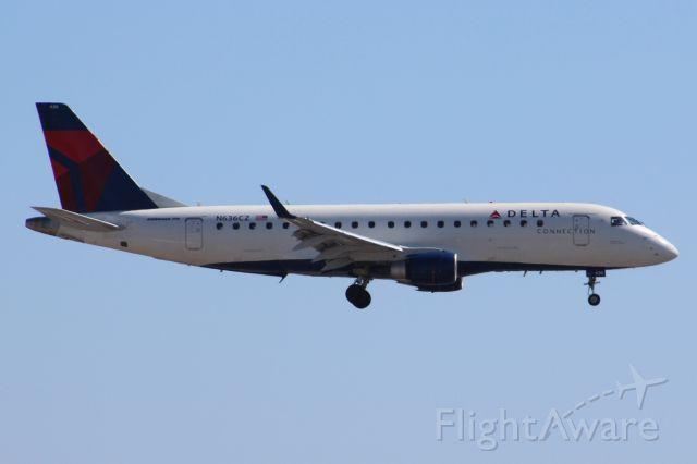 Embraer 170/175 (N636CZ)