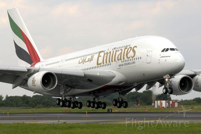 Airbus A380-800 (A6-EDA) - 1rst U.S. revenue landing...
