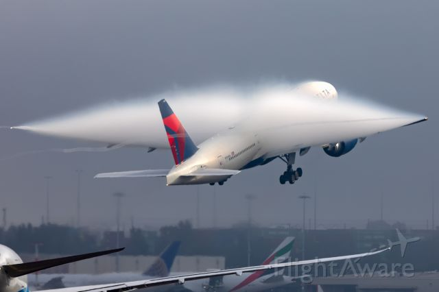 Boeing 777-200 (N704DK) - Sydney's massive fog creating some nice surprises.br /DL40/DAL40 to LAX Los Angeles, R34L 07/07/2019