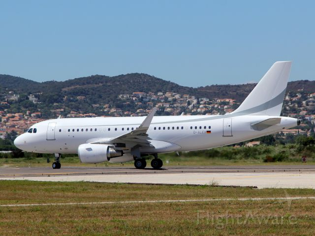 Airbus A319 (D-ALEX) - 13 jul 2016 lining up rwy 31