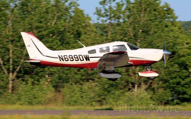 Piper Cherokee (N699DW)