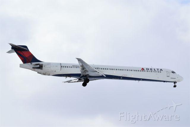 McDonnell Douglas MD-90 (N909DA) - Best at full size