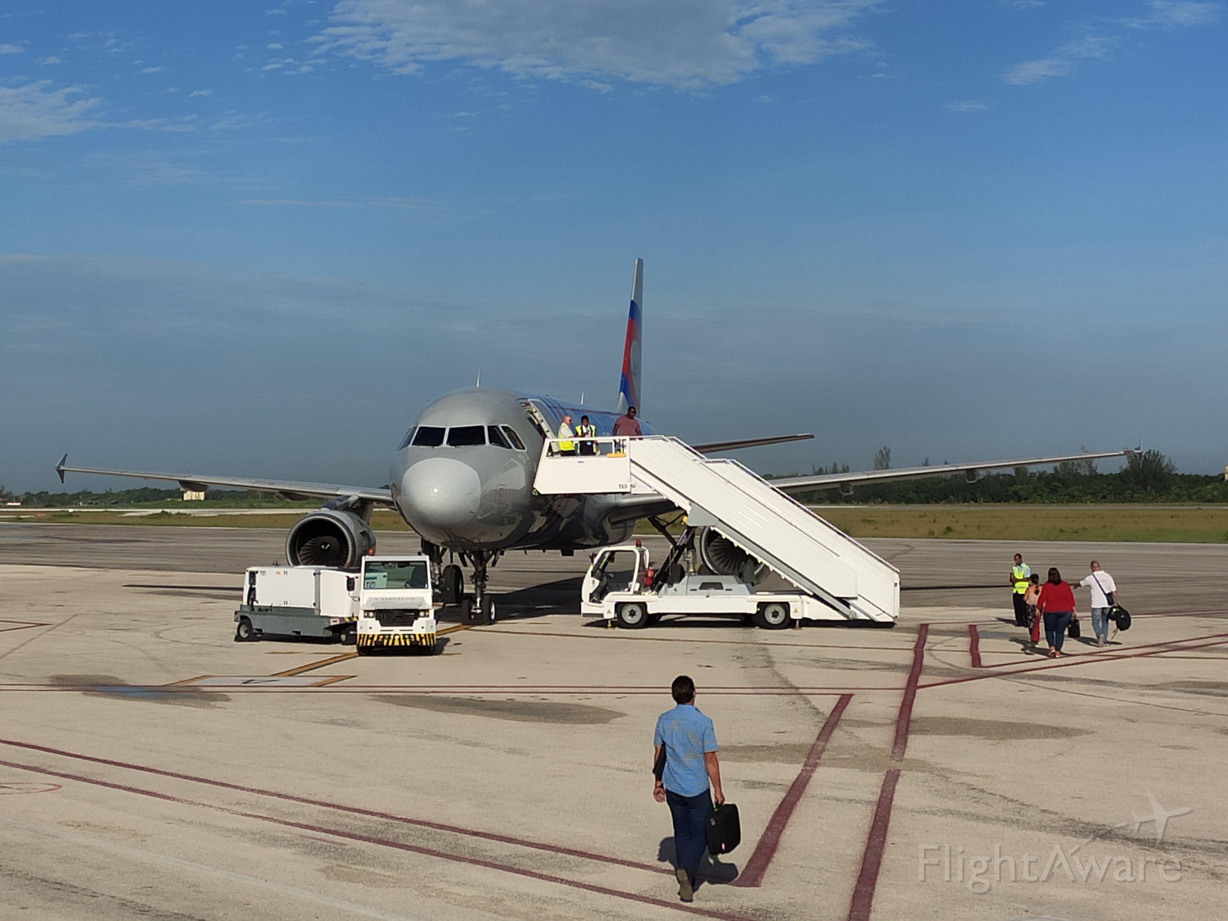Airbus A320 (JY-JAC) - Abordaje con destino a La Habana.
