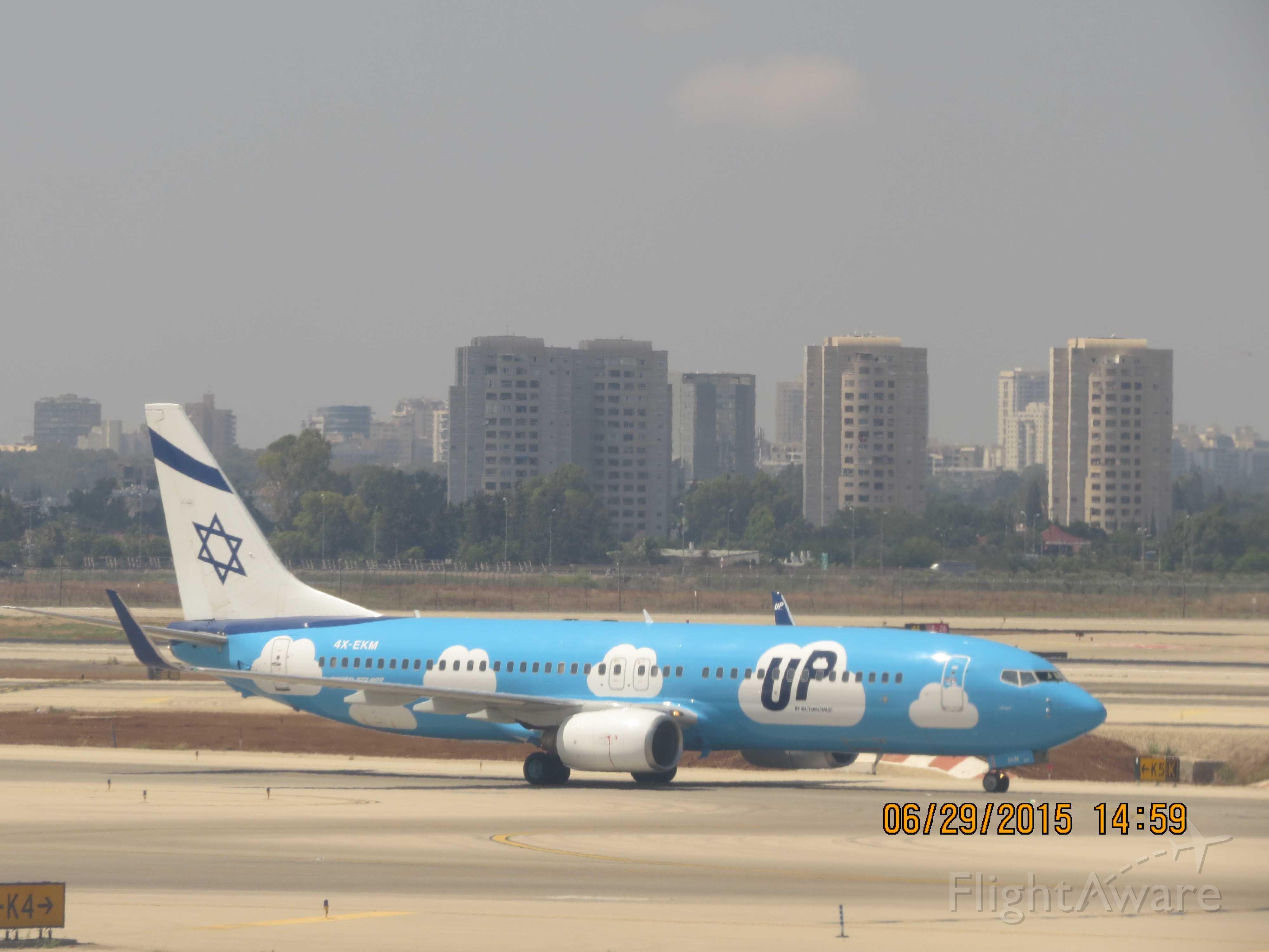 Boeing 737-700 (4X-EKM)