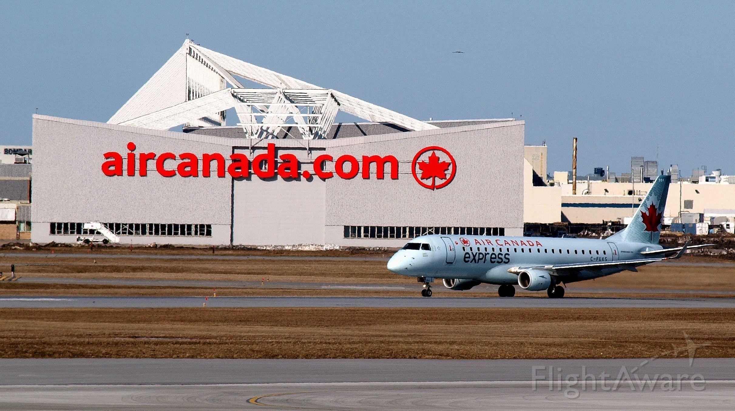 Embraer 170/175 (C-FEKS) - Aéroport Trudeau, 10 avril 2016.