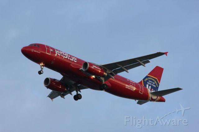Airbus A320 (N615JB)