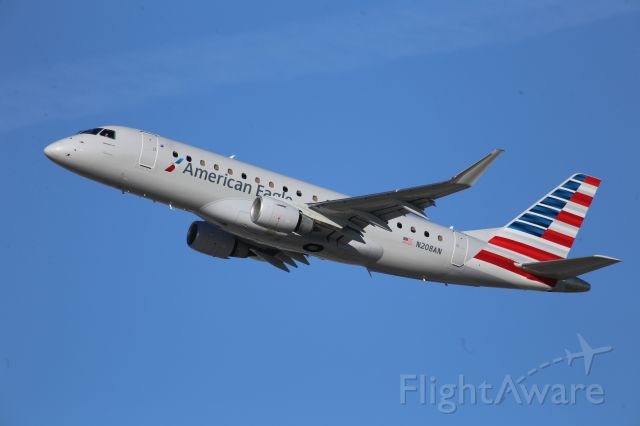 Embraer 170/175 (N208AN)