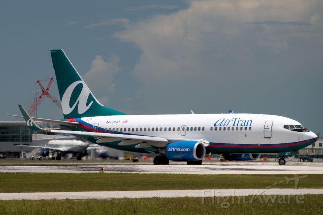 Boeing 737-700 (N290AT)