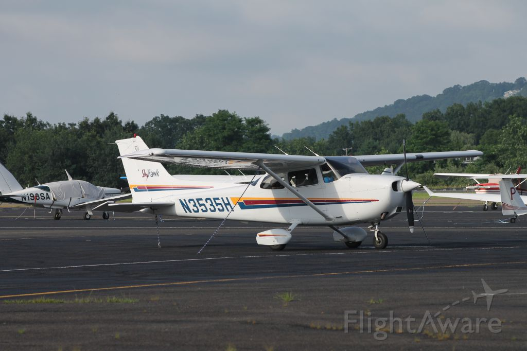 Cessna Skyhawk (N3535H) - Parked at the flight school tie down