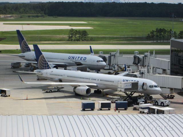 BOEING 757-300 (N75851)