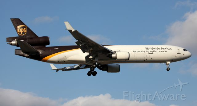 Boeing MD-11 (N257UP) - Short Final To 16R