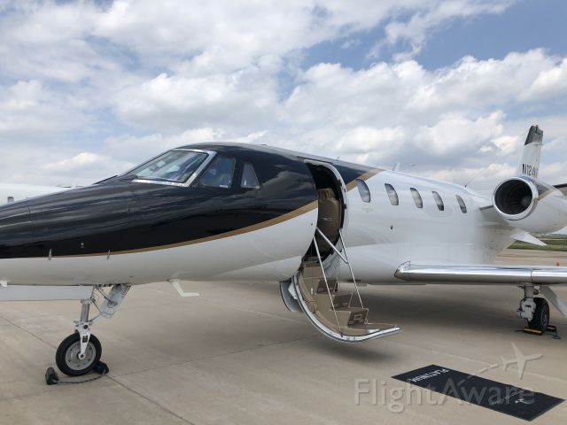 Cessna Citation Excel/XLS (N124KF) - Cool Paint!