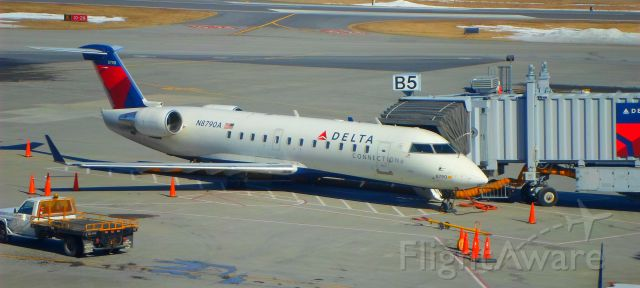 Canadair Regional Jet CRJ-200 (N8790A) - A Delta Connection CRJ sits at gate B5 before departure.