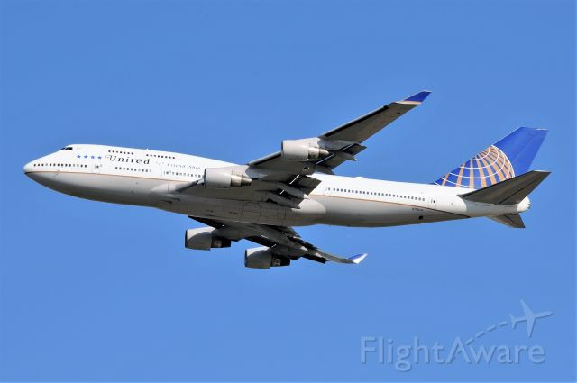 Boeing 747-400 (N118UA) - Taking ORD employees up for a good-bye ride on her retirement tour.