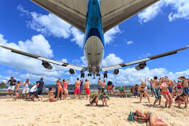 Boeing 747-400 (PH-BFL) - landing sxm