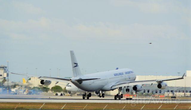 Airbus A340-300 (LV-CEK)