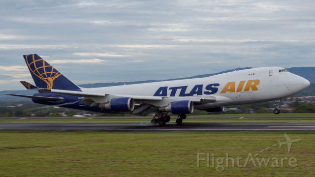 Boeing 747-400 (N415MC)