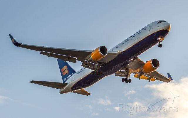 BOEING 767-300 (TF-ISP)