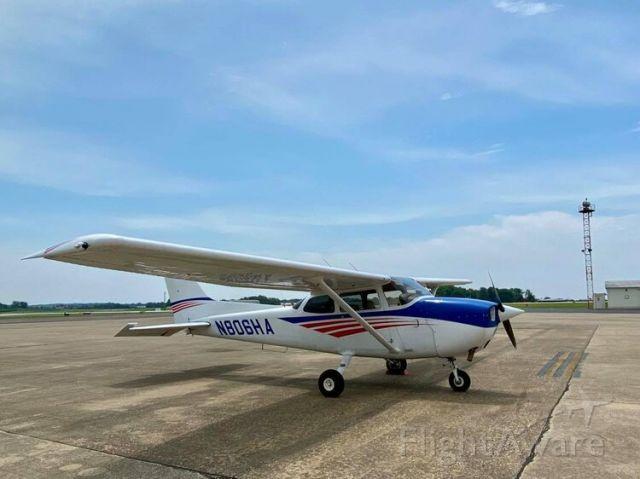 Cessna Skyhawk (N806HA)
