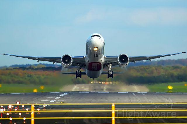 BOEING 777-300 (A6-EGQ)
