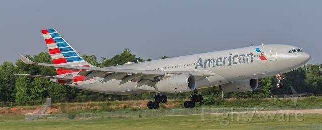 Airbus A330-200 (N284AY)