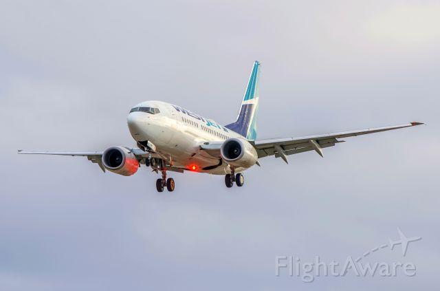 Boeing 737-700 (C-GWSK) - WestJet 737-600 C-GWSK beacon light on.