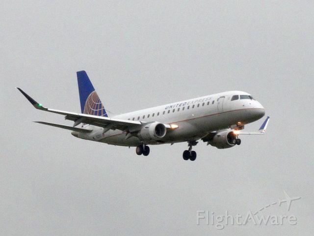 Embraer 175 (N858RW)