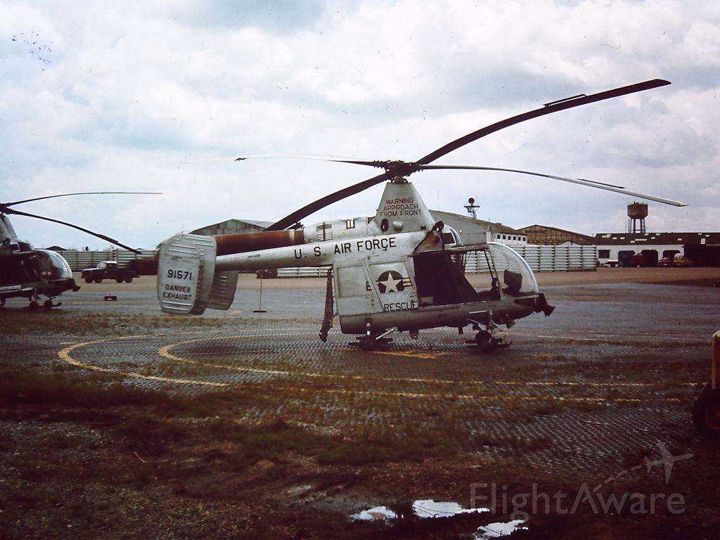 — — - Kaman HH-43B Huskie AT TAN SON NHUT AIR BASE, SAIGON, VIETNAM 1966