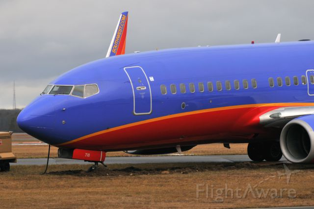 Boeing 737-700 (N718SW) - incident