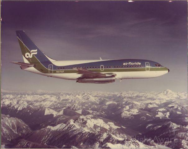 Boeing 737-200 (N37AF)