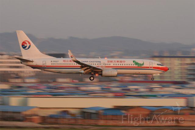 Boeing 737-800 (B-5527)