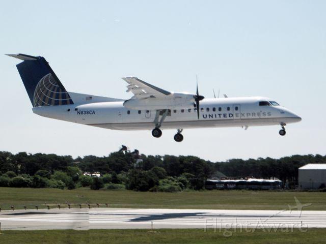 de Havilland Dash 8-100 (N838CA)