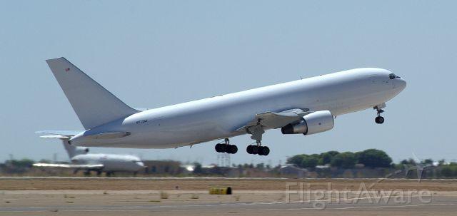 BOEING 767-200 (773AX)