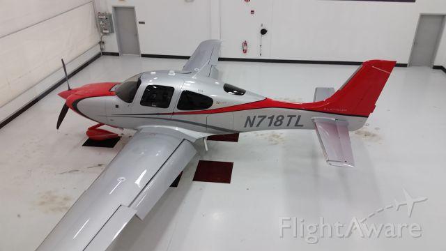 Cirrus SR-22 (N718TL)
