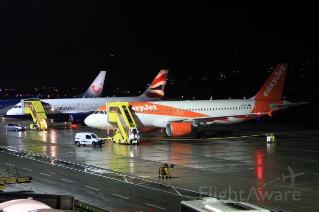 Airbus A320 (G-EZTK)