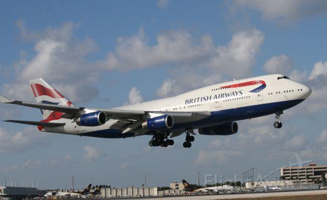 Boeing 747-400 (G-BNLV)