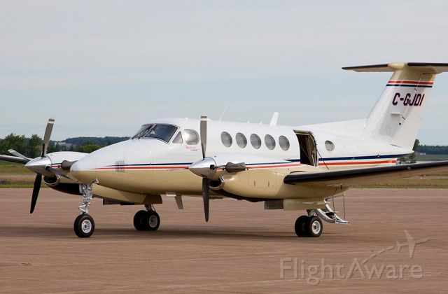 Beechcraft Super King Air 200 (C-GJDI) - Can Flightaware post this picture to KCE 5?