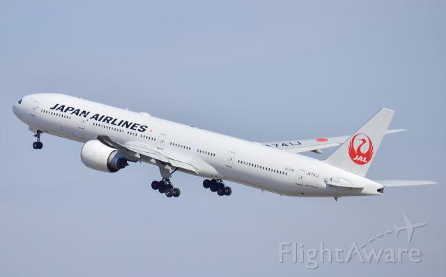 BOEING 777-300 (JA741J)