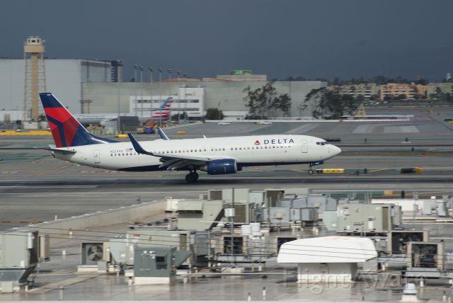 Boeing 737-800 (N3749D) - Delta Airlines B737-832 cn30490