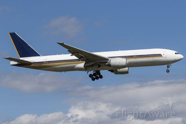 Boeing 777-200 (ZK-OKI)