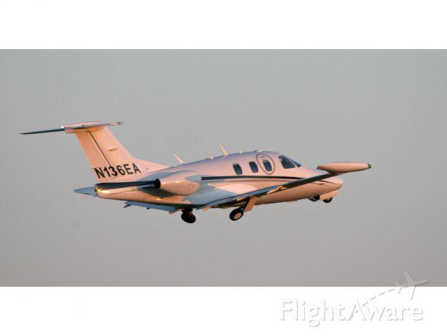 Eclipse 500 (N136EA) - Take off RW24.