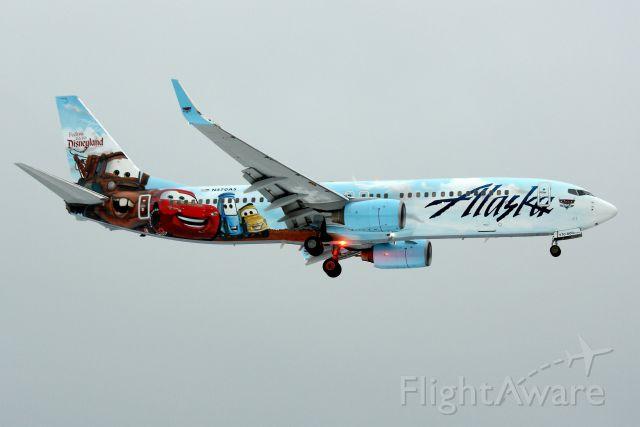 Boeing 737-800 (N570AS) - Alaska 768 in new Disney livery, arriving from San Diego