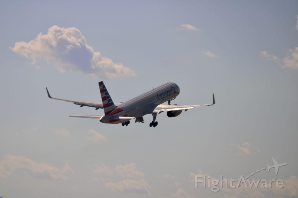 Boeing 757-200 (N938UW)