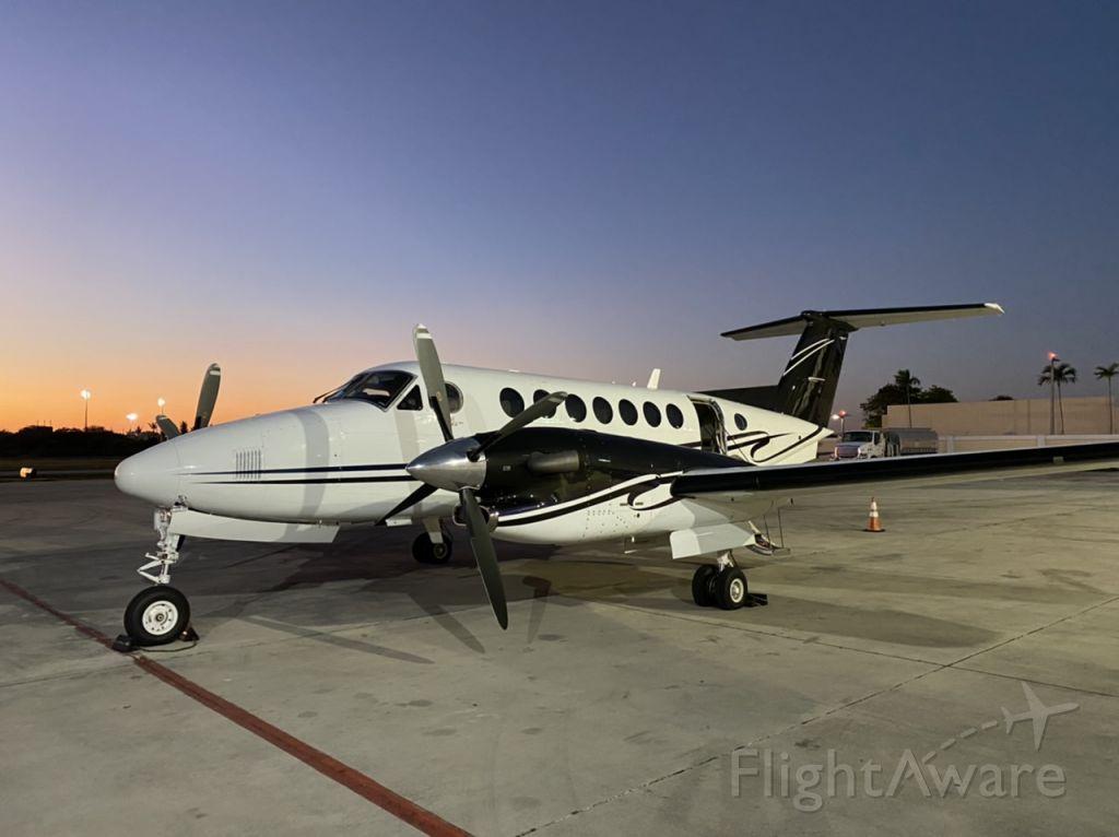 Beechcraft Super King Air 350 (C-GRGF)