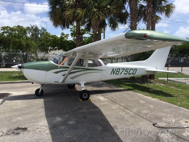 Cessna Skyhawk (N875CD) - N875CD