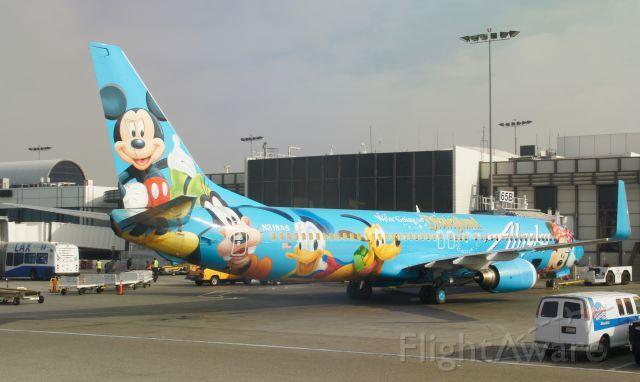 Boeing 737-900 (N318AS) - We