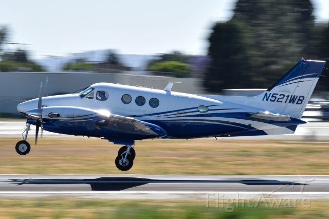 Beechcraft King Air 90 (N521WB) - BE9L rotation at Van Nuys