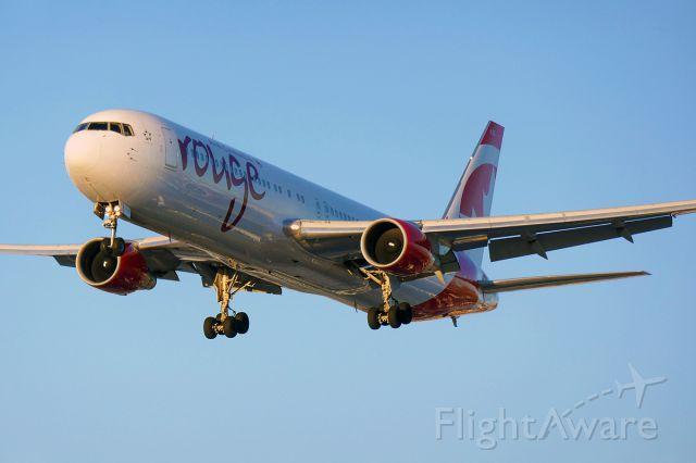 BOEING 767-300 (C-FMWQ)