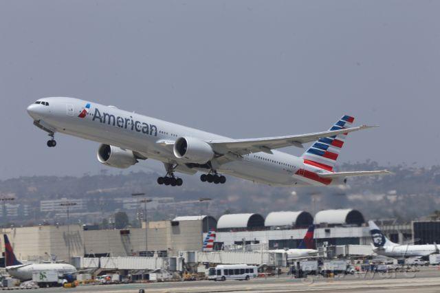 BOEING 777-300ER (N735AT)